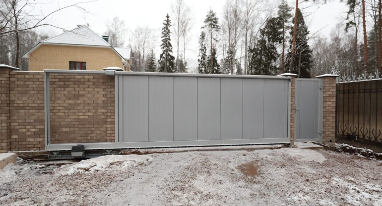 """Откатные ворота """"Алютех"""": конструкция и преимущества"""