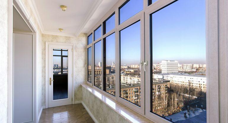 Преимущества остекления балконов и лоджий пластиковыми окнами