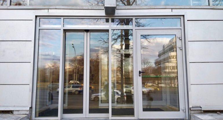 Раздвижная дверь с автоматикой GEZE ECdrive – характеристики и преимущества